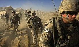 US-troops-set-out-on-a-pa-001